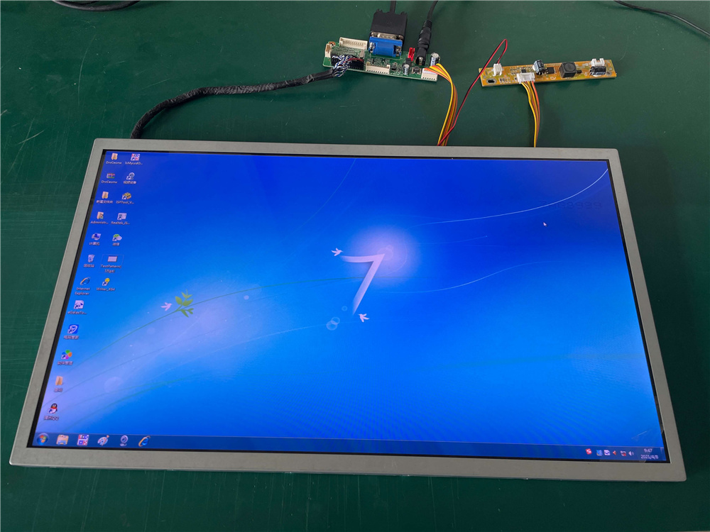 The 18.5-inch LCD screen has always been one of the LCD products with the greatest demand in the LCD industry. But recently, there is a shortage of 18.5-inch LCD screens on the market, many customers come to order, however, the order production has been scheduled for the second half of the year. Why is the 18.5-inch screen so popular? Today, let's talk about two common 18.5-inch applications that have become more and more important recently. 1. Elevator advertisement display. Elevator advertising is one of the most effective advertising channels for brands to reach end-users. Nowadays, elevator advertising machines have been widely distributed in the building environment where people live and work. Elevator advertising machine is a complete advertising broadcast and control system composed of terminal software control, network information transmission and multimedia terminal display. Advertising is carried out through multimedia materials such as pictures, text, video, small plug-ins (weather, exchange rate, etc.), so as to achieve the effect of brand communication. For the elevator airtight space with an average of less than 3 square meters, the size of the screen is one of the most important considerations. The 18.5-inch screen just meets this point, which can be displayed either horizontally or vertically, and it is needless to say that split-screen display is a popular choice for elevator advertising machines. 2. Self-service terminal display. With the continuous development of science and technology and the gradual improvement of our living standards, intelligent products are becoming more and more popular. Now in China, almost everyone has a mobile phone, and you don't need to take cash with you when you go out. You can pay for it by scanning the QR code. As a result, self-service machines (such as McDonald's, KFC, etc.), self-parking payment systems and other self-service terminals emerge as the times require. In addition, the COVID-19 epidemic also gave birt